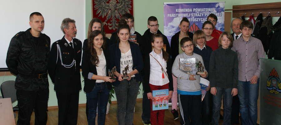 Uczestnicy Turnieju Wiedzy Pożarniczej