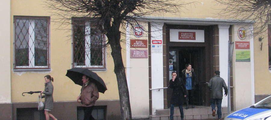 Ponad 60 tys. zł będzie kosztować montaż klimatyzacji w starostwie