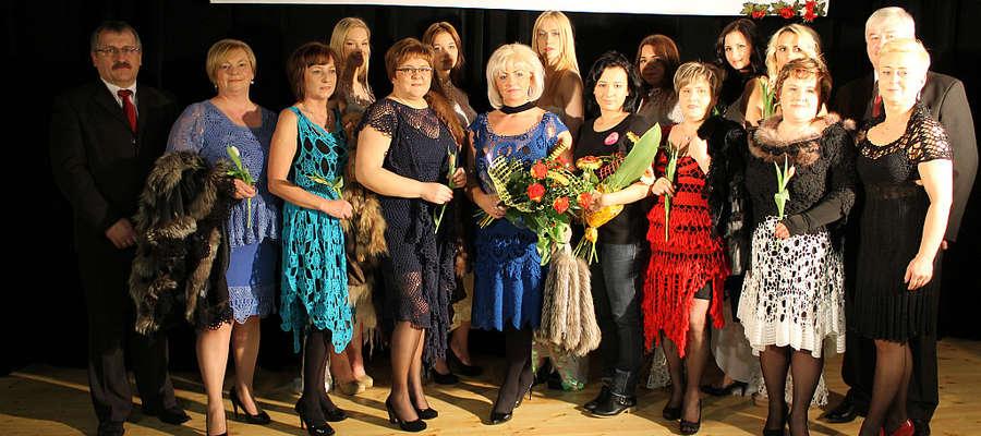 Suknie z kolekcji Barbary Cały prezentowały m.in. dyrektorki jednostek samorządowych gminy Bisztynek.