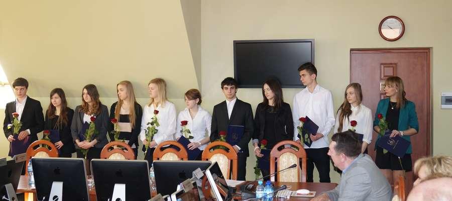 Po raz kolejny wręczono stypendia uczniom zamieszkałym na terenie powiatu elbląskiego