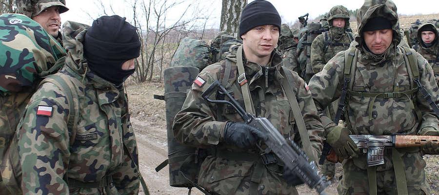Uzbrojeni żołnierze z 9 Warmińskiego Pułku Rozpoznawczego w Lidzbarku Warmińskim zaniepokoili naszego czytelnika.