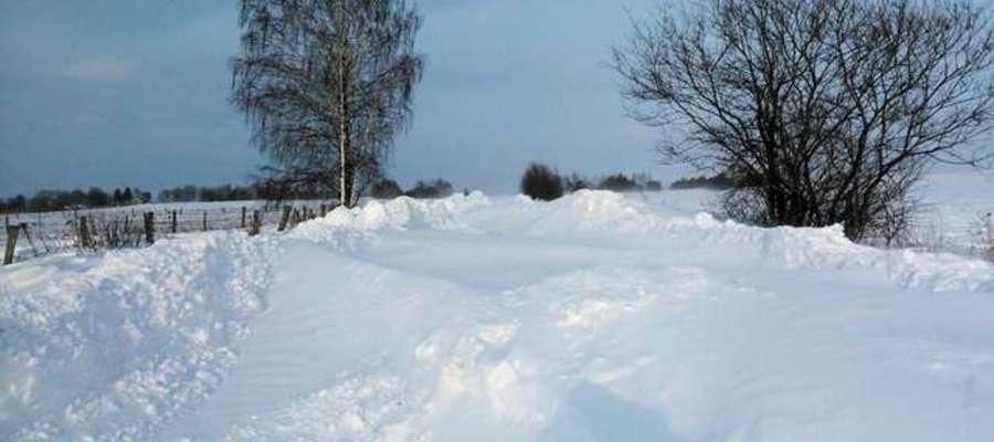Takie widoki to już przeszłość ale nadal kwestie zimowego utrzymania dróg powiatowych są skończone