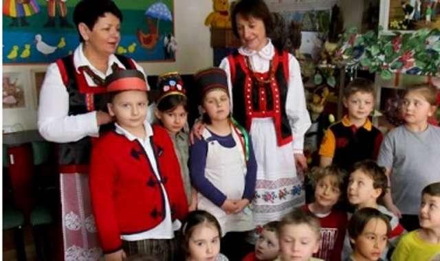 Przedszkolaki odwiedziła Maria Konarzewska, rodowita Kurpianka - full image