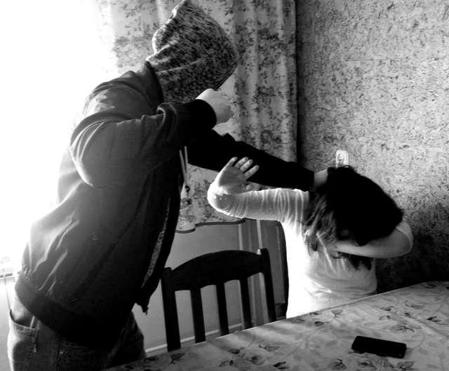 Przemocą dotknięte są najczęściej kobiety - full image