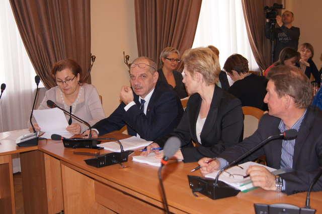 Radni powiatu przegłosowali uchwałę powołującą Szkołę Policealną - full image