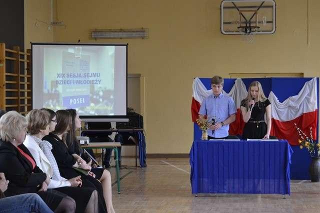 Młodzi uczą się demokracji, m.in. poprzez debaty - full image