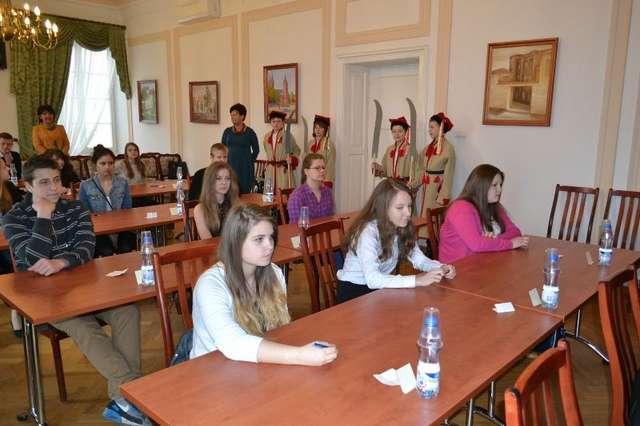 Uczniowie z ostrowskich szkół mają bogatą wiedzę na temat Powstania Styczniowego - full image