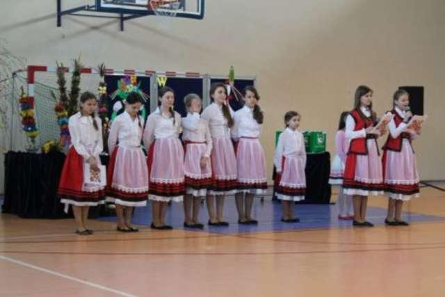Uczniowie z dokładnością przedstawili przebieg Świąt Wielkanocnych - full image