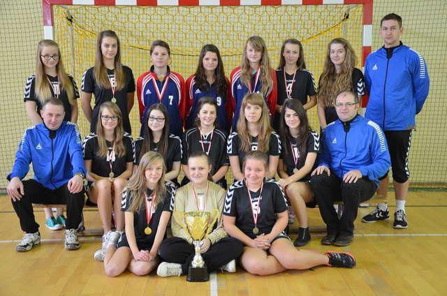 Powiatowy Turniej Piłki Ręcznej Dziewcząt SZS - full image
