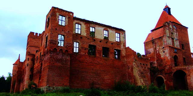 Ruiny warowni w Szymbarku - full image