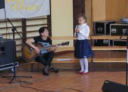 """Jako pierwsze śpiewały przedszkolaki. Często wybieranym utworem był """"Santo subito"""""""