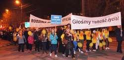 Ostrowianie w marszu głosili radość życia