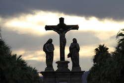 W Wielki Piątek Kościół pokazuje nam tajemnicę Krzyża.