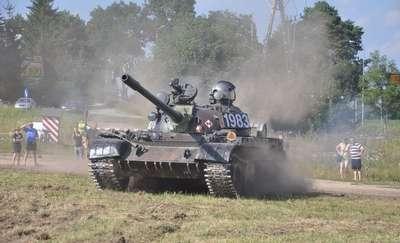 Wojskowa majówka z paradą zabytkowych pojazdów