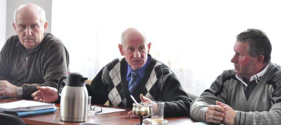 Radny z Lubowidza Andrzej Michalski poruszył na radzi temat informacji zawartych w Kurierze Żuromińskim