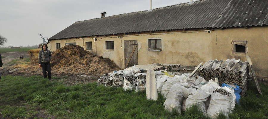 Stery azbestu zalegają w wielu gospodarstwach w gminie Lutocin