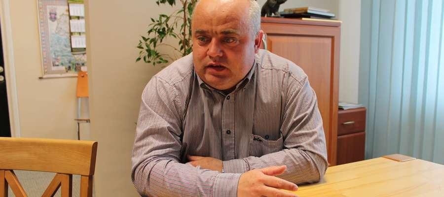 Wójt Włodzimierz Załęski mówi, że remont dachu na urzędzie jest konieczny