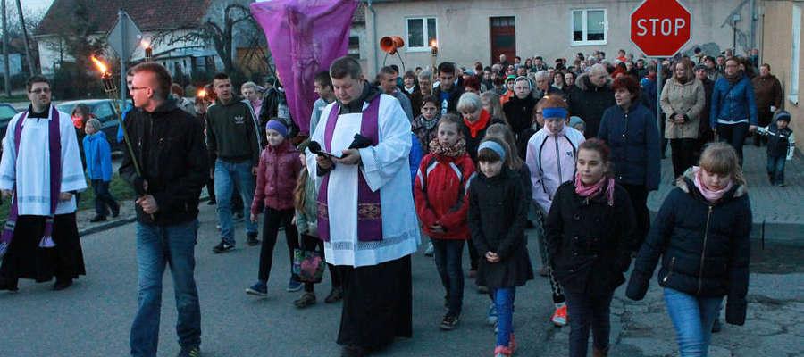 Kilksaet osob wzięło udział w Drodze Krzyżowej ulicami Bisztynka.