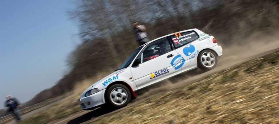 W tym sezonie załoga Sebastian Chrzanowski/Adam Binięda startować będzie w Szutrowym Pucharze Szuter Cup nowym samochodem — Hondą Civic
