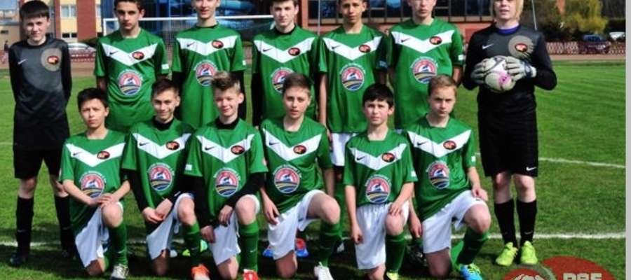 Piłkarze z rocznika 2000, już w strojach nowego sponsora, pokonali 3:1 u siebie GKS Strzegowo