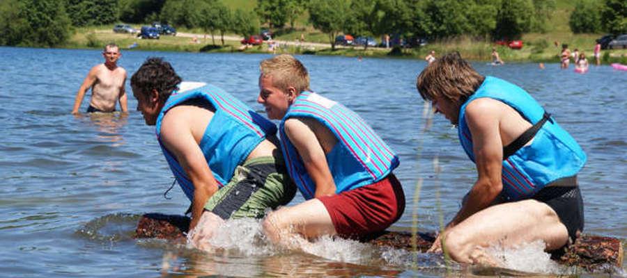 Szkotowo leży nad dwoma jeziorami: Szkotowskim i Kownatki.