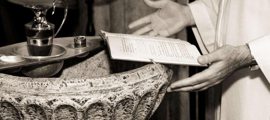 Ważnym elementem Wigilii Paschalnej jest liturgia chrzcielna. Przez chrzest jesteśmy zanurzeni w śmierci i Zmartwychwstaniu Jezusa.
