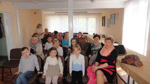 Na rozstrzygnięciu konkursu pojawili się uczestnicy wraz z opiekunami - full image