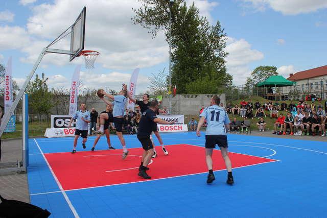 Dużą atrakcją podczas turnieju był mecz straż kontra policja  - full image