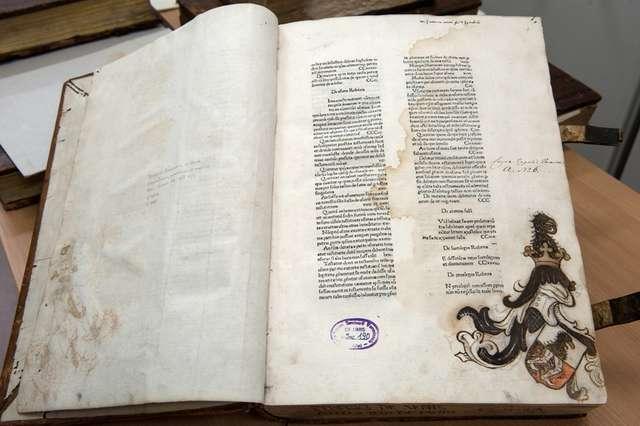 W tym dziele są odręczne zapiski Mikołaja Kopernika - full image