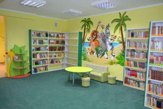 Nowa biblioteka jest teraz miejscem nowoczesnym, sprzyjającym pogłębianiu wiedzy - full image