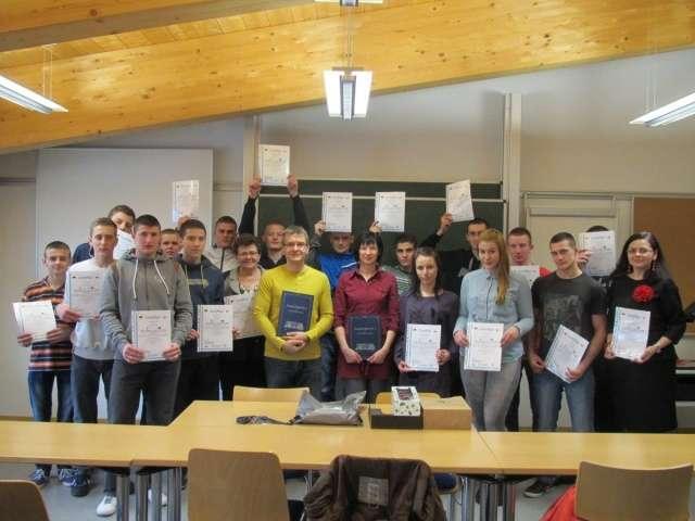 Uczestnicy stażu na zakończenie otrzymali certyfikaty - full image