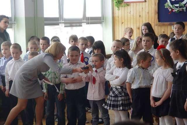 Uczniowie wystąpili w akademii  - full image