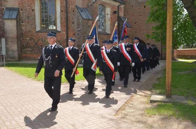 Strażacy obchodzili swoje święto – była to okazja do podziękowań za ich służbę  - full image