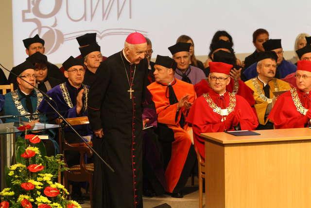 Doktor honoris causa dla arcybiskupa Piszcza - full image