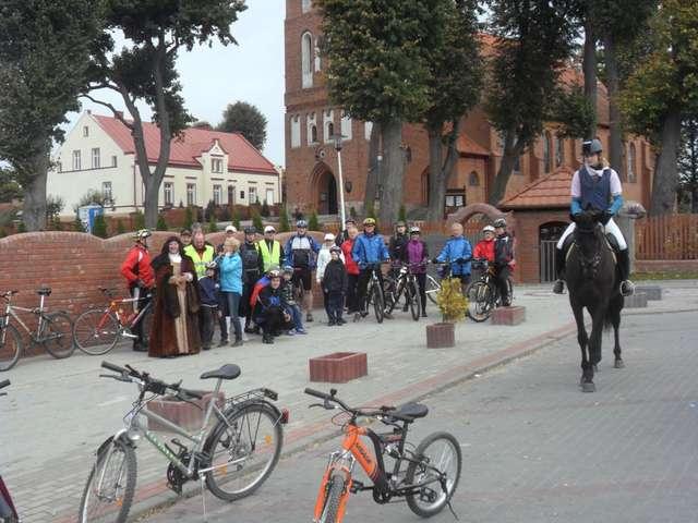 Rowerowa eskapada na ulicy Nad Łyną w Bartągu  - full image
