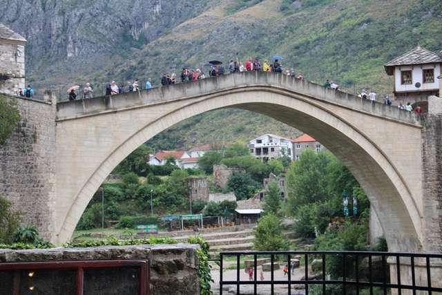Stary Most to najbardziej charakterystyczny obiekt Mostaru - full image