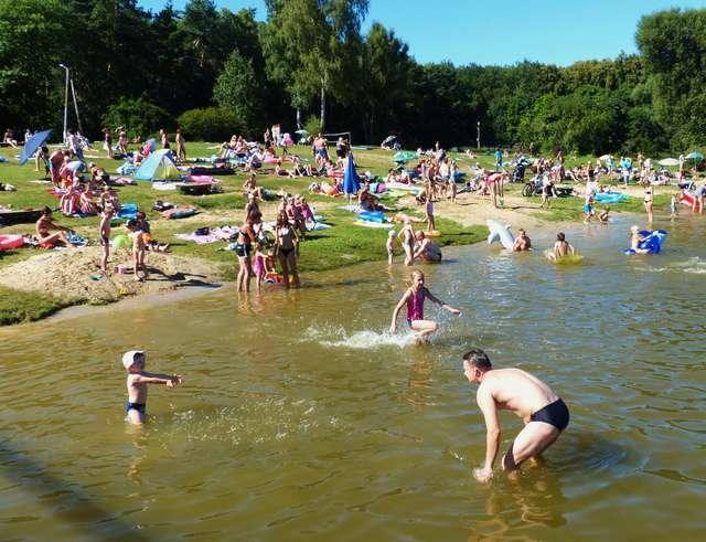 Położone w Parku Ekologicznym jeziorko to wyśmienite miejsce na letni wypoczynek - full image