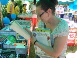 - Kiermasz książek to bardzo udany pomysł – mówi Izabela Wesołowska, jedna z obecnych na pikniku