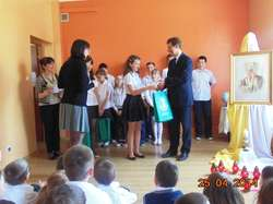 Nagrody laureatom wręczył wójt gminy Waldemar Brzostek