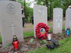 Kwaterę upamiętniającą pochowanych w Markajmach brytyjczyków tworzy 39 stelli i kamienny blok, które postawiono w maju 2014 roku.