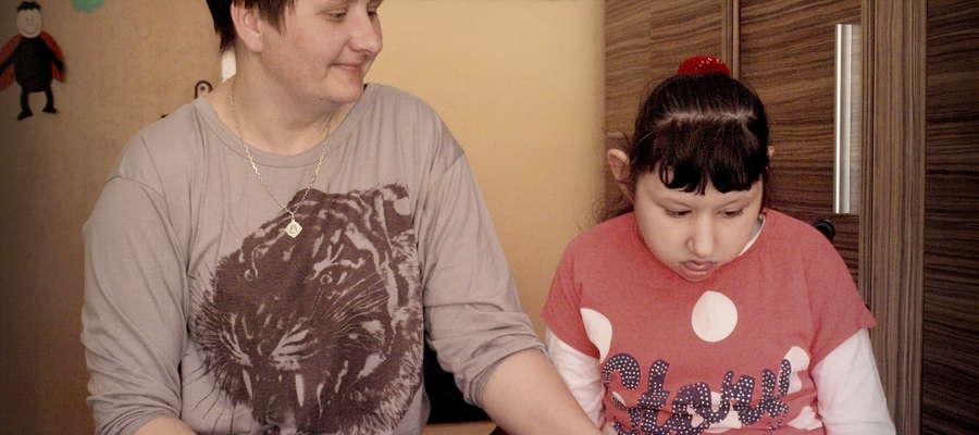 Pani Iwona wraz z córką Olą podczas zajęć w Zespole Szkół Specjalnych w  Żurominie