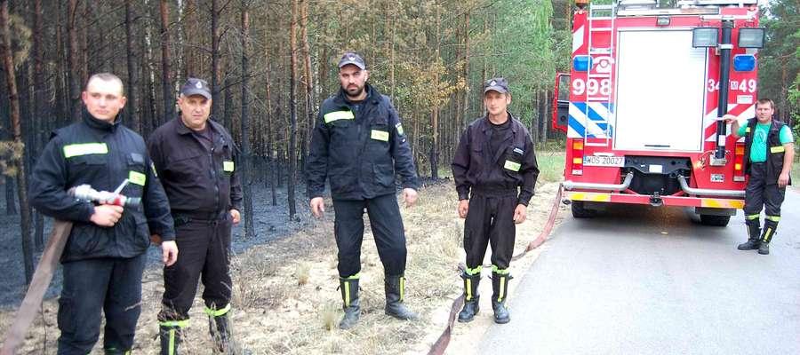 - Przyjechaliśmy tu jako jedni z pierwszych, walczyliśmy z żywiołem przez 28 godzin – mówią strażacy z OSP Wach.