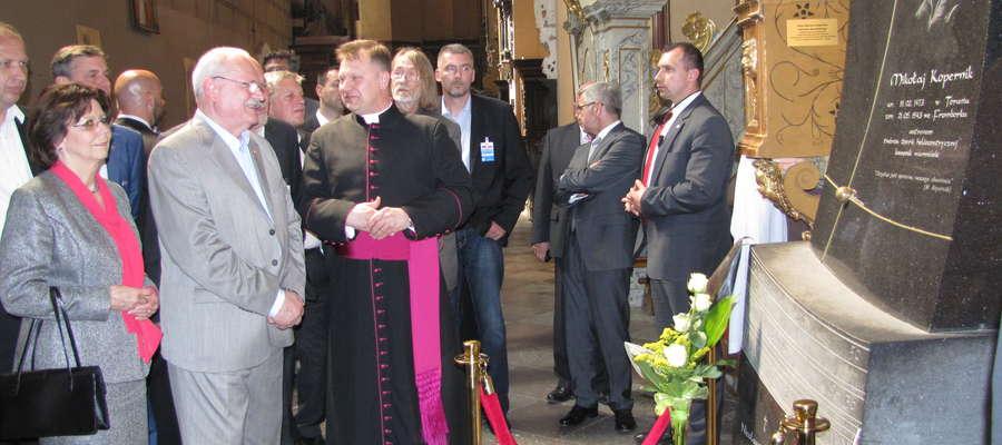 Para prezydencka udała się na Wzgórze Katedralne. Gaszparovicz zwiedził archikatedrę oraz odwiedził grób Mikołaja Kopernika
