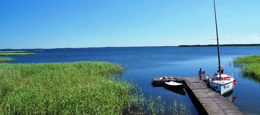 Widok na jezioro Śniardwy z wieży widokowej w Łuknajnie