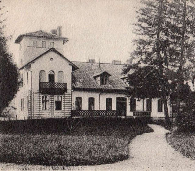 Willa Steenkego na fotografii z pocz. XX w. Fragment dawnej pocztówki   - full image