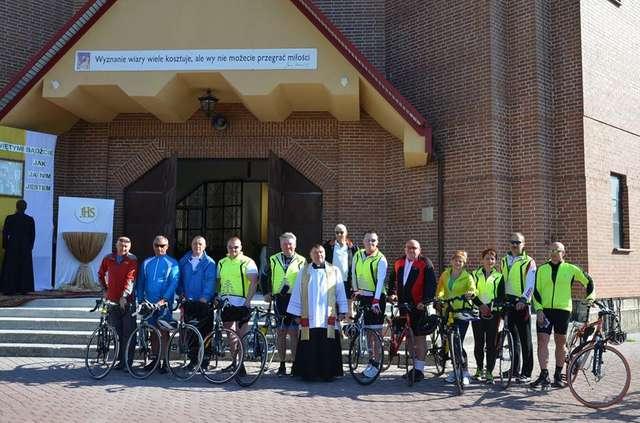 Pojechali rowerem do Częstochowy - full image