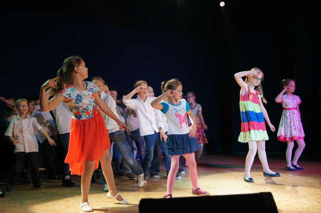 Formacje taneczne zaprezentowały różne style taneczne - full image