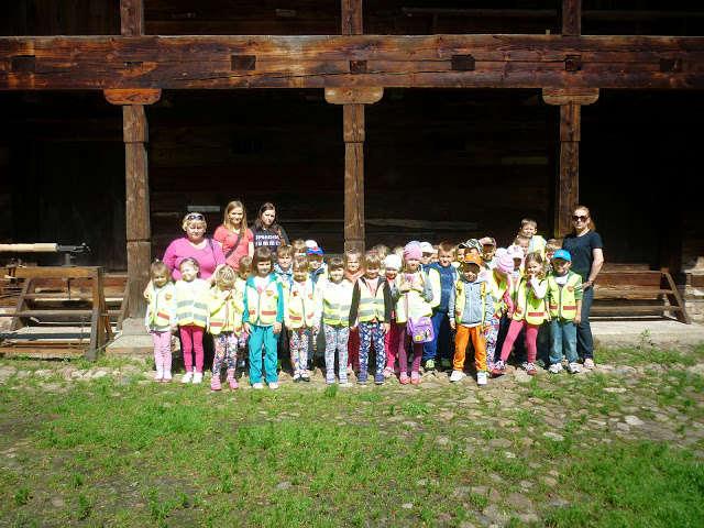 Przedszkolaki z Małkini wybrały się na wycieczkę do Ciechanowca  - full image