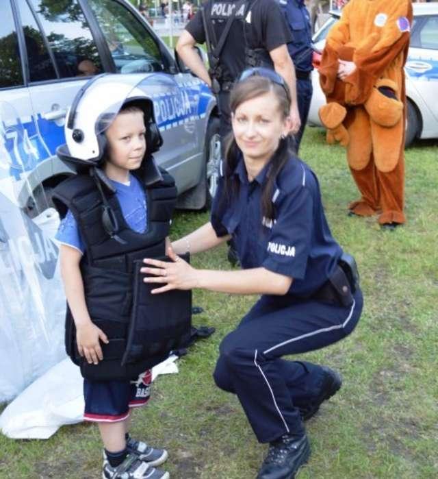 Policjantka, która pomogła mężczyźnie - full image