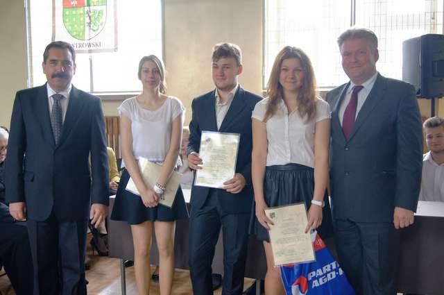 4 czerwca Młodzieżowa Rada Powiatu podjęła stanowisko o uczczeniu 25. rocznicy wolnych wyborów - full image